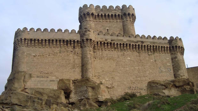 старинная крепость в баку