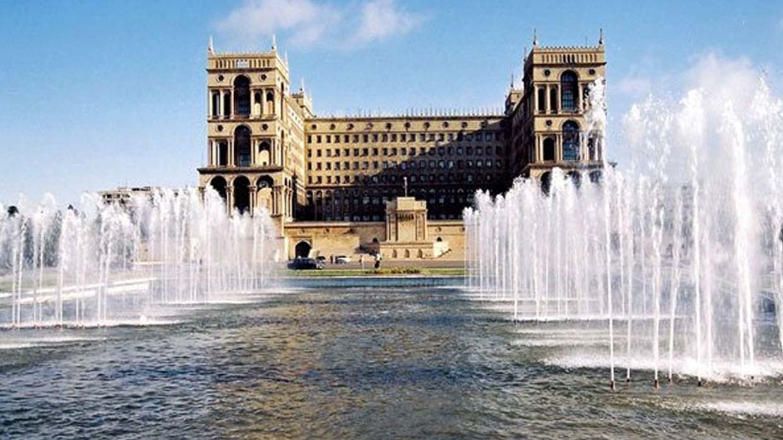 Площадь Азадлыг в Баку